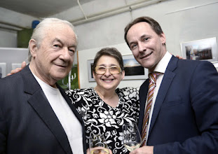 Photo: VERNISSAGE FOTOAUSSTELLUNG WERNER KAUFMANN am 12.4.2016. Peter Skorepa, Esther Hatzi, Werner Kaufmann. Copyright: Barbara Zeininger