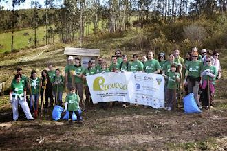 Photo: El consejero de Medio Ambiente, Ordenación del Territorio y Urbanismo, Javier Fernández,  participa con la iniciativa PROVOCA en la reforestación del monte 'La Tejera' (Colindres).
