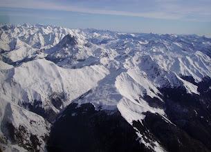 Photo: Devant le bois du Pacq dominé par le Soum de Lagaube. A gauche la Soum d'Ass 2427m et derriére le pic du Midi d'Ossau.