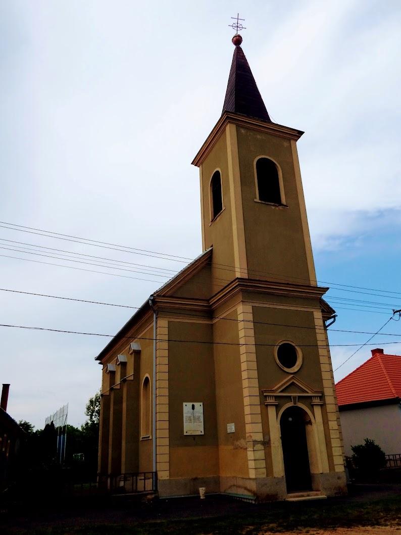 Megyehíd - Szentháromság rk. templom