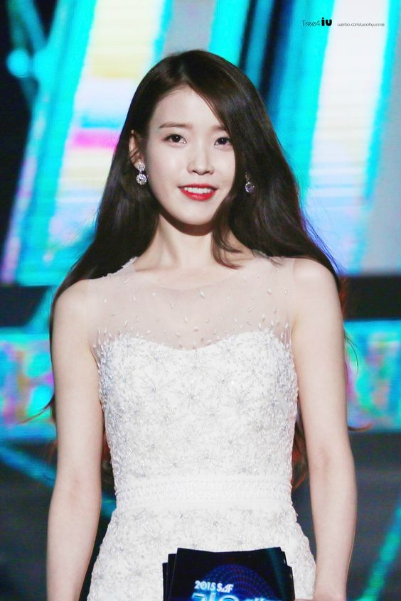 iu gown 29