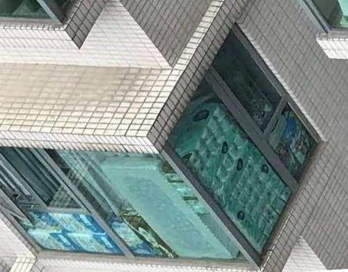 Издержки коронавируса: вооруженная банда в Гонконге украла 600 рулонов туалетной бумаги