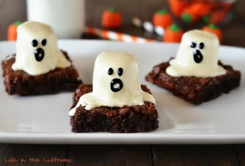 """Ghost Brownies """"How stinkin' cute are these Ghost Brownies!? The kiddos are..."""