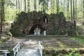 Photo: lurdská jeskyně vytvořená na začátku 20. století