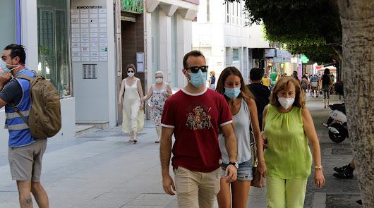 El coronavirus deja un domingo fatídico en Almería: dos muertes y 100 positivos
