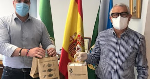 El alcalde, Manuel Jesús Flores, con el representante del Consorcio.