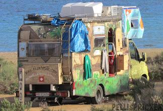 Photo: Vi ser på Nyårsafton ett sällskap på 5 pers som passerar vår husbil, tror de är utklädda för Nyårsfest...  Ser dom sedan och nej.. de var inte utklädda. Tvättäkta Hippies det är vad de är!!!
