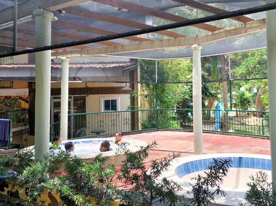 Vista Venice Resorts, Morong, Bataan 06 JACUZZI