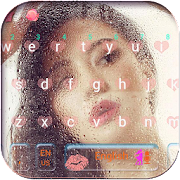 Hot Girl in Rain Keyboard Theme