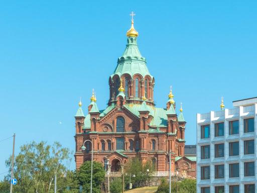 helsinki-building-3.jpg -  Uspenski Cathedral, an Eastern Orthodox cathedral in Helsinki, was built in1862-1868.