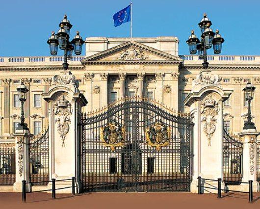 Photo: Cung điện Buckingham cổ kính và uy nghi.