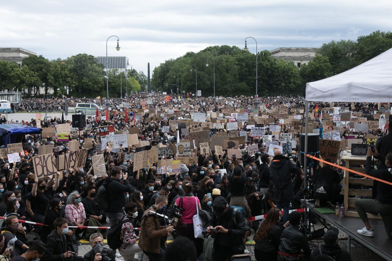 Zehntausende demonstrieren gegen Rassismusmünchen1.cleaned