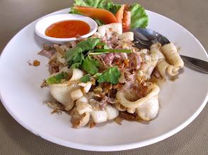 Photo: Fried garlic-peppered squid at the riverside Yok Yor Marina Restaurant