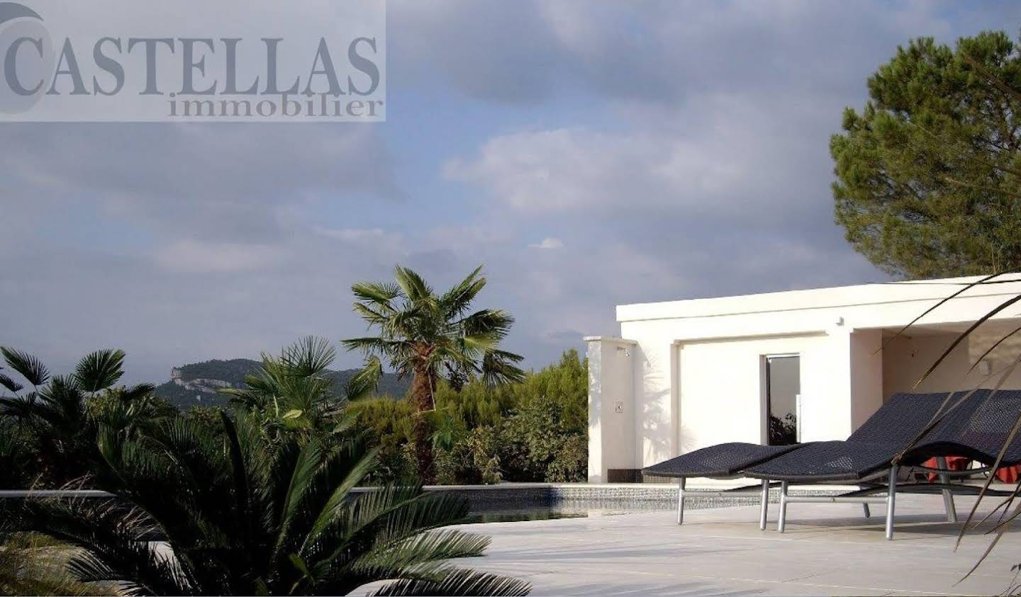 Contemporary house with pool and garden Cassis