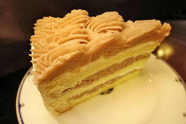 台北西門町   麵包廚房 葉名晴烘焙坊 極品芋頭蛋糕!!