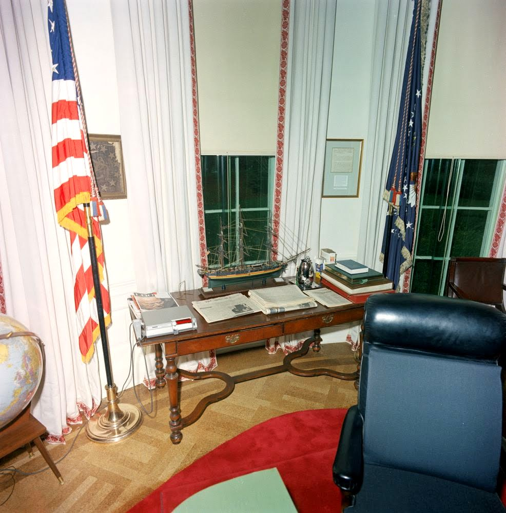 oval office paintings. This Console Table Has Been Used Since The Oval Office Fire. It Is Still By Most Presidents, Including Bushes, Clinton, And Obama. Paintings T
