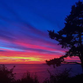 The hues of sunset by Charline Ratcliff - Landscapes Sunsets & Sunrises ( washington, waterscape, whidbey island, sunset, cloudscape, landscape, , #GARYFONGDRAMATICLIGHT, #WTFBOBDAVIS )