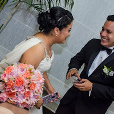 Fotógrafo de bodas Daimler Ferrera (WeddingLives). Foto del 15.10.2017