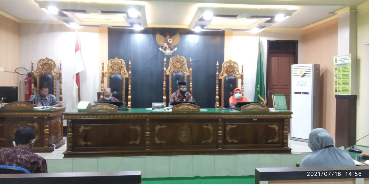 Rapat Perdana Pasca Pelantikan Wakil Ketua Pengadilan Agama Luwuk   (23/7)
