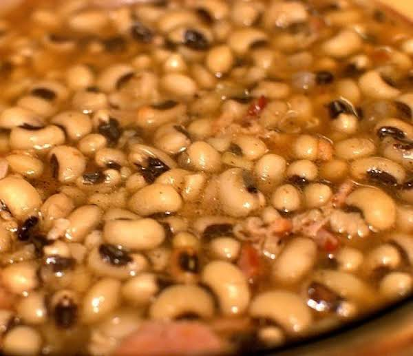 Black Eyed Peas With Bacon, Garlic And Onion.