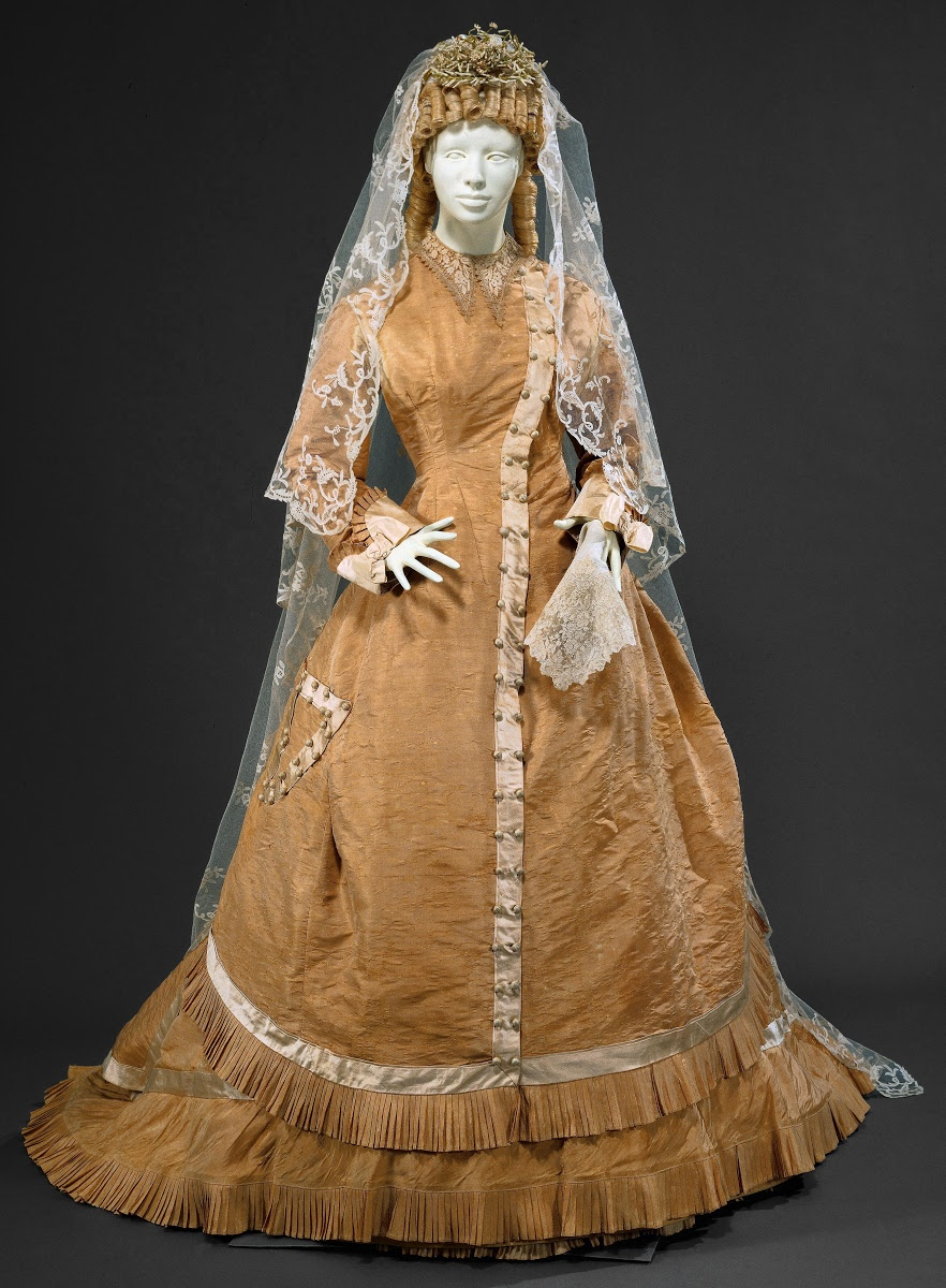 I Do Wedding Dresses From 1800 2000 National Museum Of Costume In Portugal Google Arts Culture