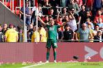 """🎥 Cyriel Dessers scoort tegen PSV en wordt 'gedoopt': """"Ik denk dat hij me wilde feliciteren, hoor"""""""