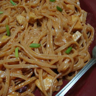Easy Vegetarian Pad Thai Noodle Recipe (Vegan, Gluten-Free option).