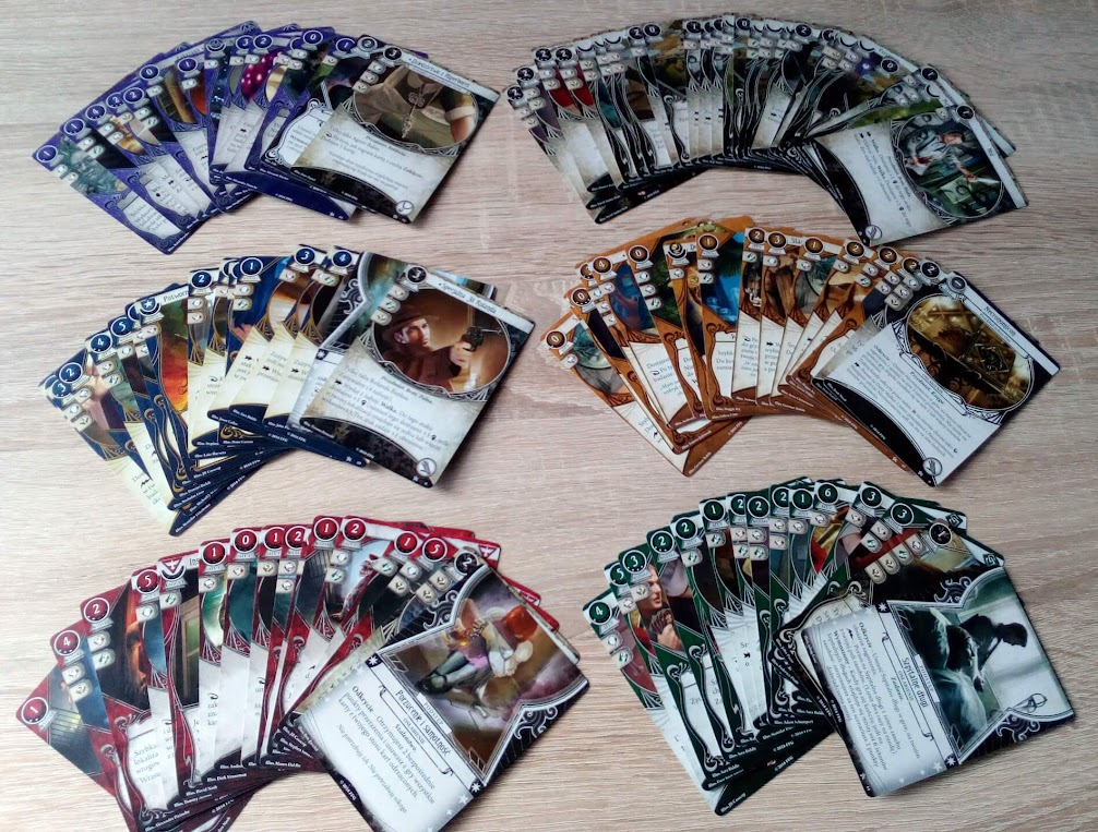 Horror w Arkham - gra karciana - Każda postać może korzystać z różnych typów kart