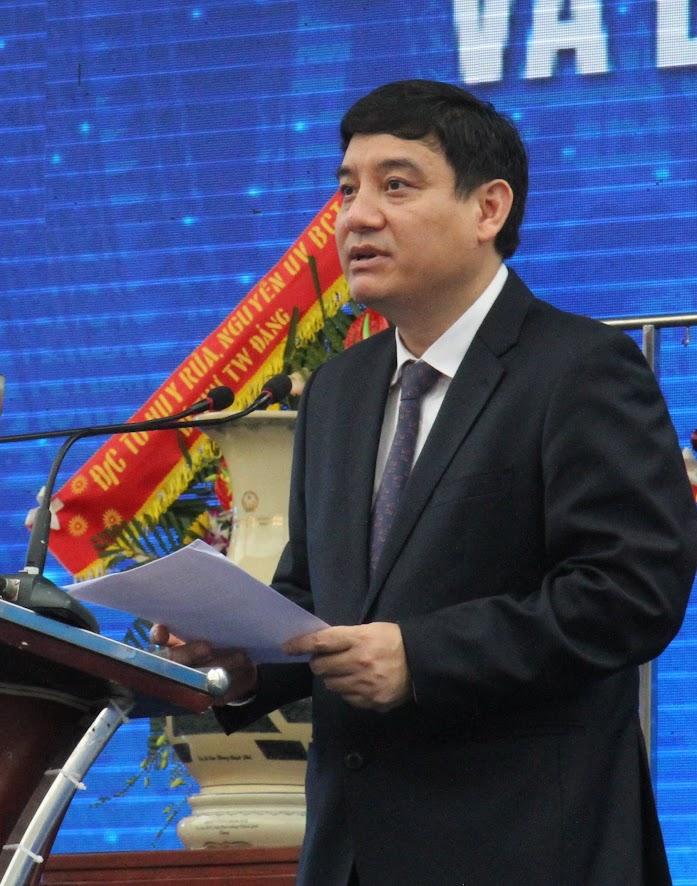 Đồng chí Nguyễn Đắc Vinh, Bí thư Tỉnh ủy phát biểu tại buổi lễ.