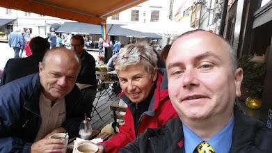Photo: 2. den - Selfie vládne Evropě! Čekání na střídání stráží. (Gamla Stan, Stockholm)