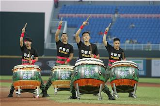 Photo: 陸軍特戰指揮部戰鼓隊28日在「Nice Play向英雄致敬」暖場活動中帶來震撼演出。(軍聞社記者李一豪攝)
