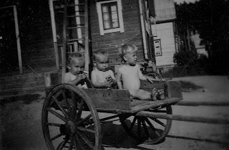 Photo: 1947 Erkki ja Pertti Arvaja ja Antero Peltola