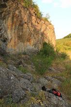 Photo: A Jósva-patak völgyében található elhagyott kis kőfejtő a kora-triász Szinpetri Mészkő Formáció Jósvafői Mészkő Tagozatát tárja fel