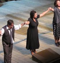 Photo: SALZBURG 2015: NORMA 3,8.2015.  Schlussapplaus mit John Osborn (Pollione): Cecilia Bartoli (Norma), Liliana Nikiteanu (Clothilde). Foto: Dr. Klaus Billand