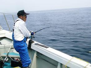 """Photo: """"王者""""井上さんもよく釣る!"""