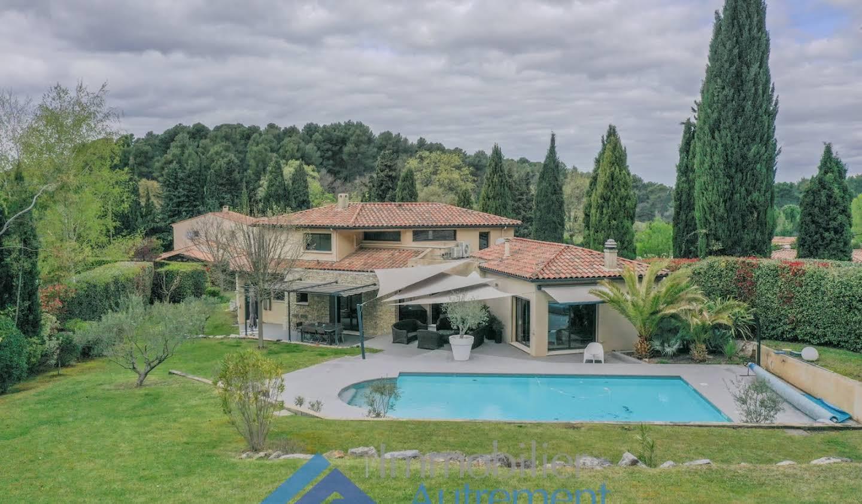 Villa avec piscine Luynes