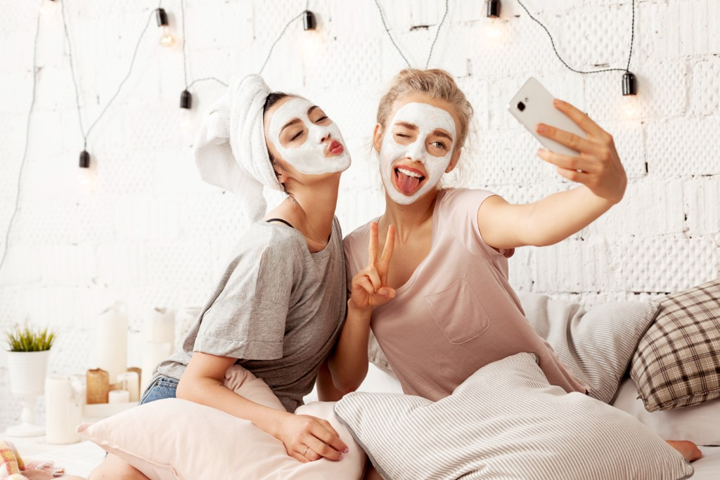 Ways to pamper your BFF