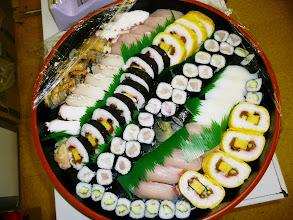Photo: 翌日、おすそわけでお寿司届きました。 あはは。