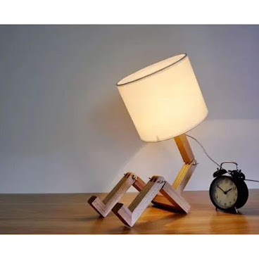 《Wooden Table Lamp w/ Robot Design 實木機械人枱燈》