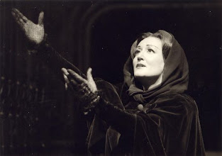"Photo: Elsa KASTELA KREIHSL als Elisabetta in ""Don Carlo"""