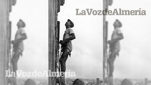 En la Feria de 1952 un grupo de intrépidos deportistas de la tierra subió a la torre de la Catedral escalando por su fachada.