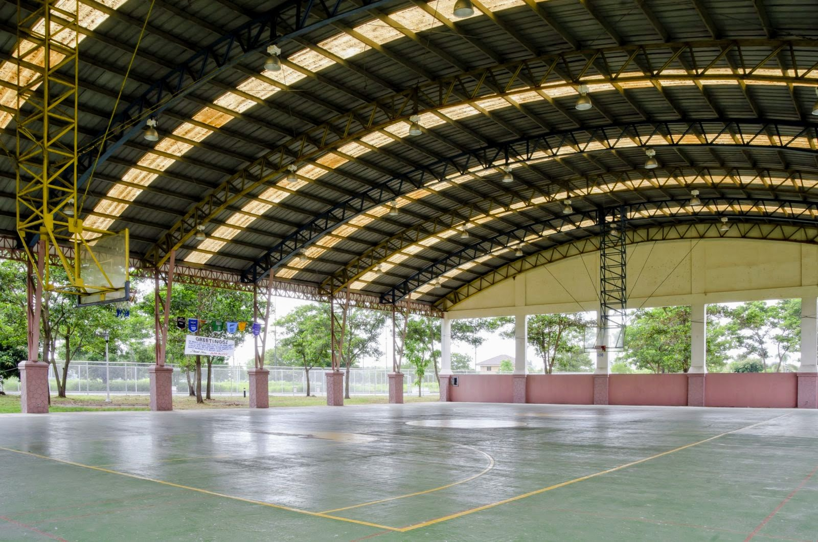 Heritage Angeles basketball court