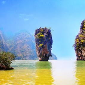 James Bond Island - Khao Ping Kan by Maynard Caryabudi - Travel Locations Landmarks
