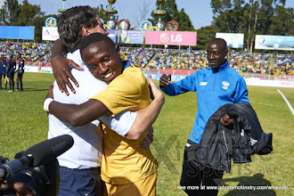 Photo: Coach McKinstry congratulates Djihad BIZIMANA (4) for hos goal after the penalty shoot-out  [Rwanda vs Sudan, CECAFA 2015, Semi final, 3 Dec 2015 in Addis Ababa, Ethiopia.  Photo © Darren McKinstry 2015, www.XtraTimeSports.net]