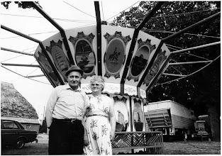 Photo: Groothoff met zijn derde vrouw voor de zweefmolen in Eext