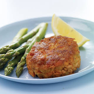 OLD BAY Classic Salmon Cakes.