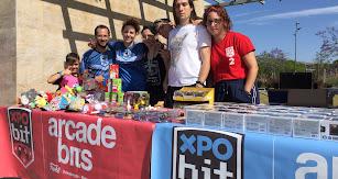ALCOMPLETO  El equipo de Arcade Bits logró un éxito rotundo con su stand.