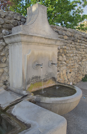 La fontaine des poulains Visan