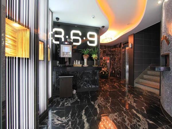 Hotel 369