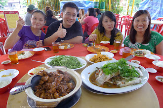 Photo: Adjourn to Seremban town for a sumptuous late lunch at 5:00 p.m. (or early dinner). Eric Lee flanked by the ladies.